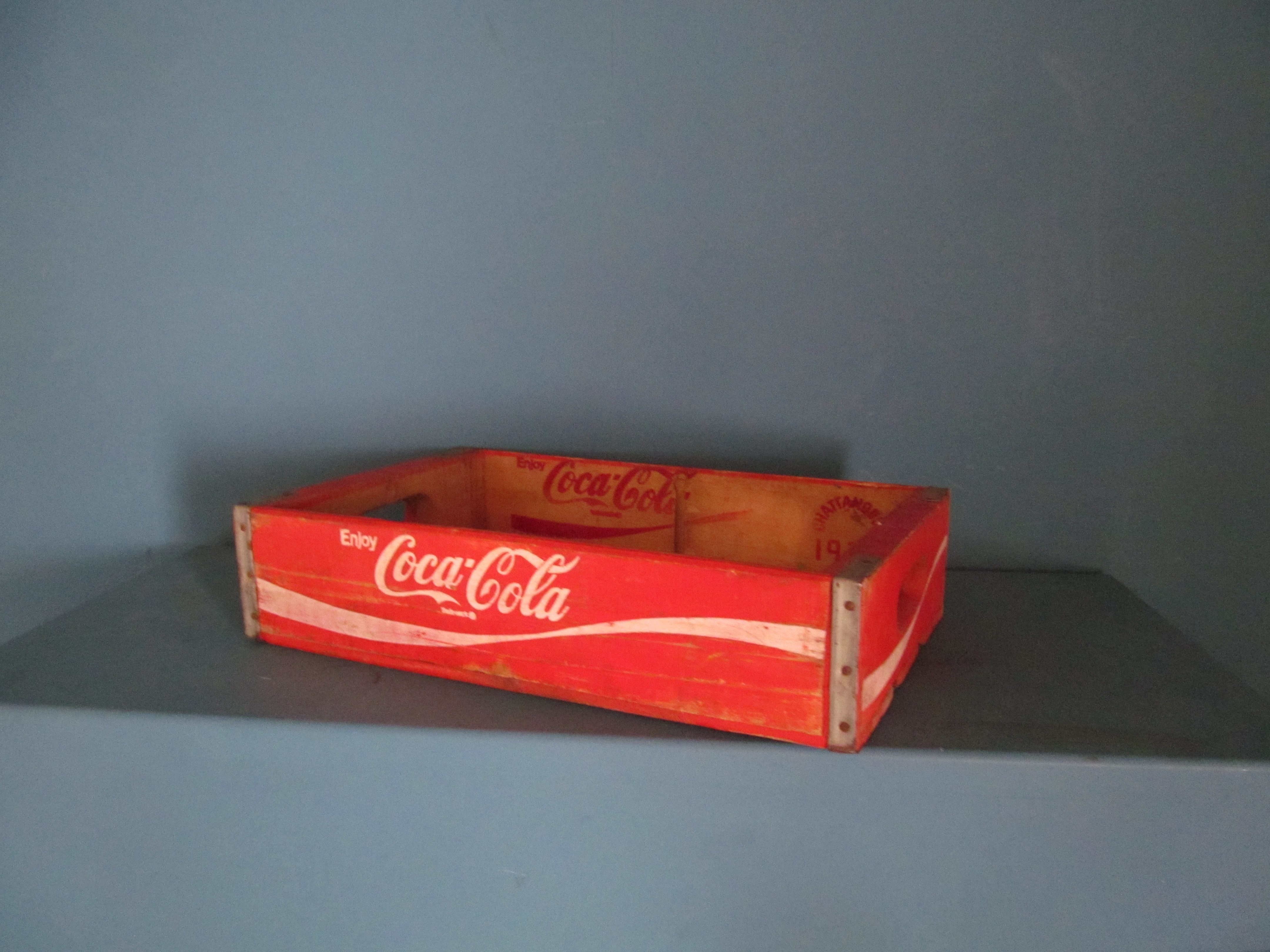 coca cola crate sold. Black Bedroom Furniture Sets. Home Design Ideas